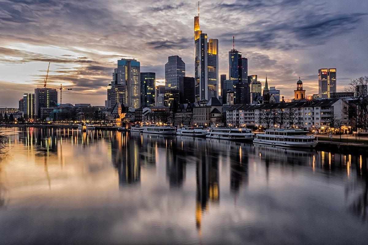 1200px Frankfurt Skyline 126739545